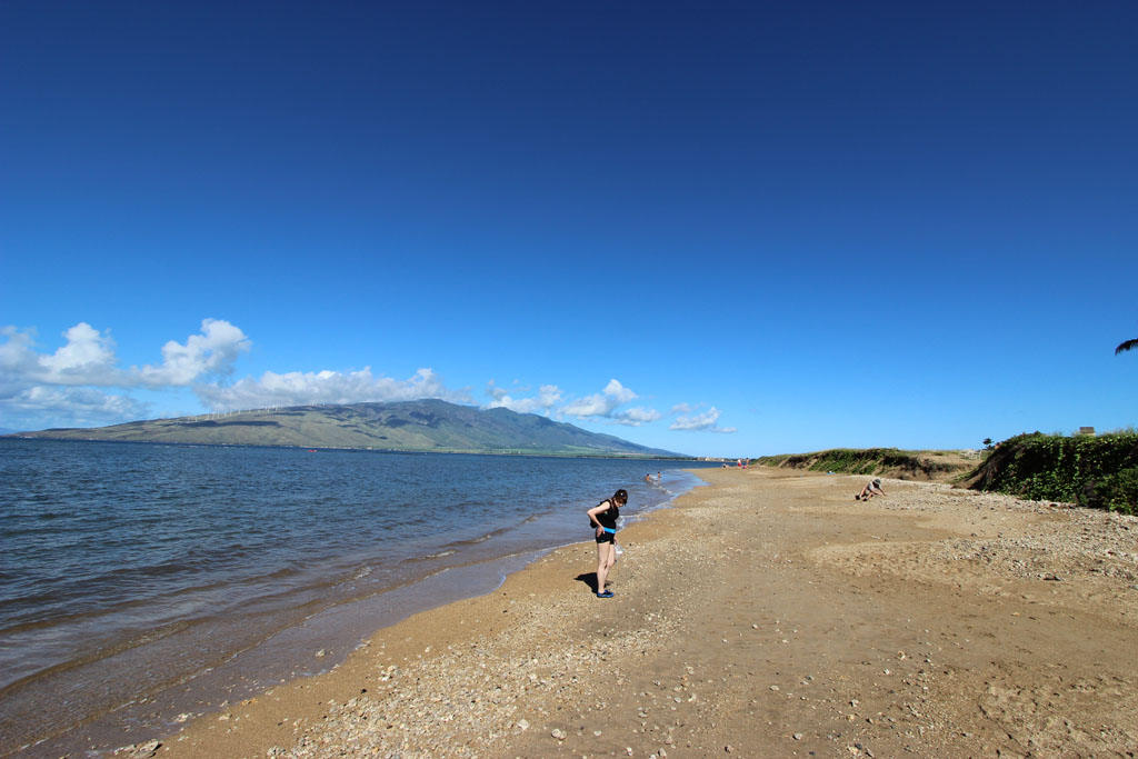 Waipu'ilani beach toward West Maui Mountains